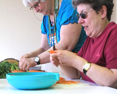 Cuisiner vivre domicile services et aides techniques ligue braille - Cuisiner pour une personne ...