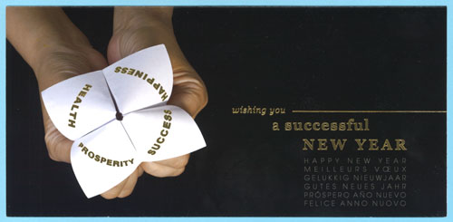 « Successful New Year » Origami blanc, fond noir. Graphisme doré. 6 langues