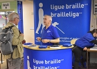 Le stand d'information de la Ligue Braille