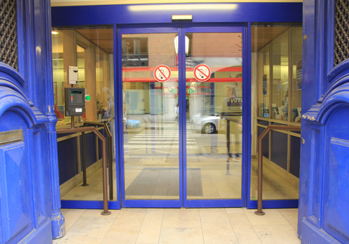 La porte d 39 entr e accessibilit batiment accessibilit Porte d entree coulissante