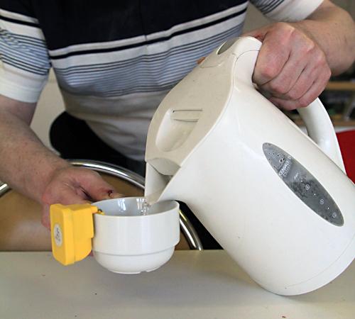 cuisiner vivre domicile services et aides techniques ligue braille. Black Bedroom Furniture Sets. Home Design Ideas